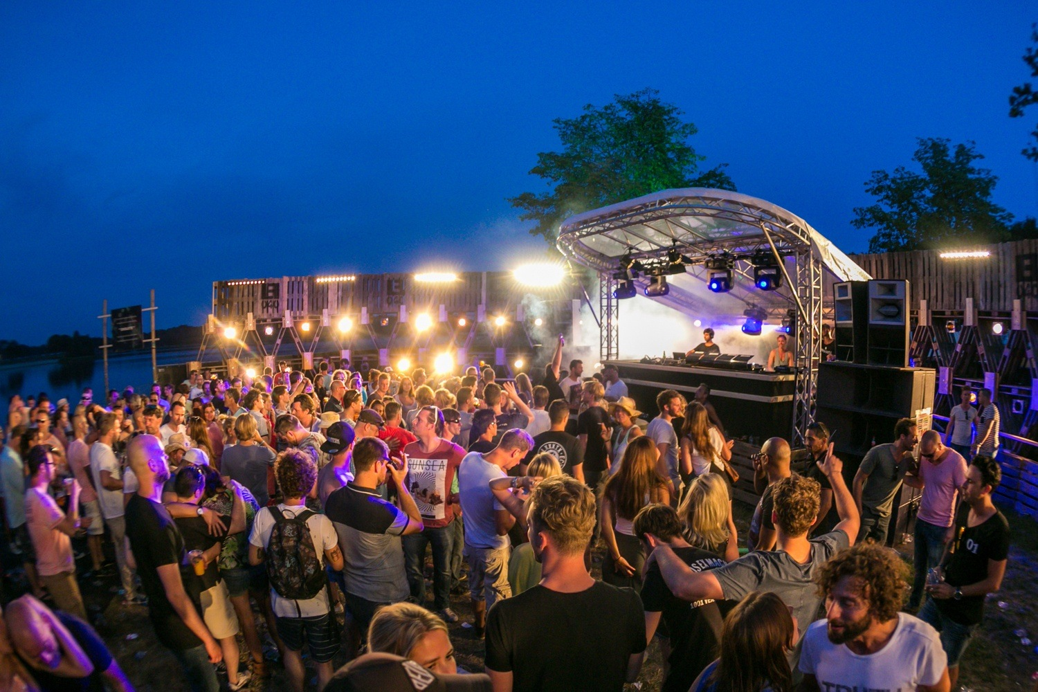Outdoor stage roof systems