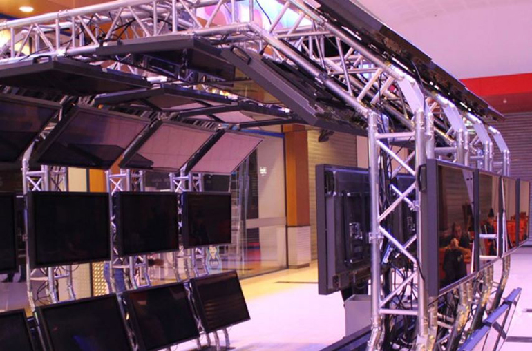 Truss Display Arch